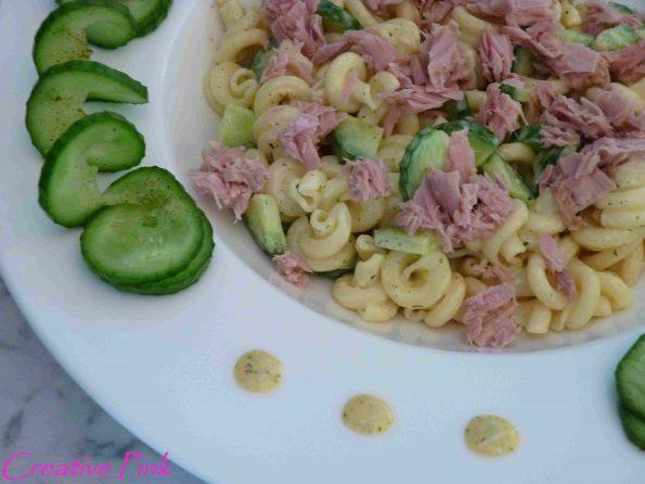 Nudelsalat mit Thunfisch und Gurke